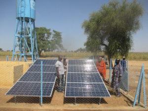 Château d'eau & panneaux solaires Sare Sana - Commune de Bassirou - région de Mopti
