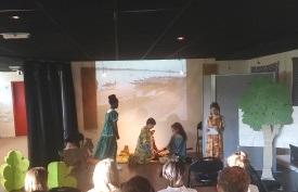 pièce de théâtre vie quotidienne jeune malienne - élèves de Chartres de B.